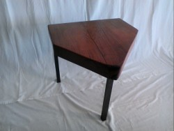 table basse triangle massif
